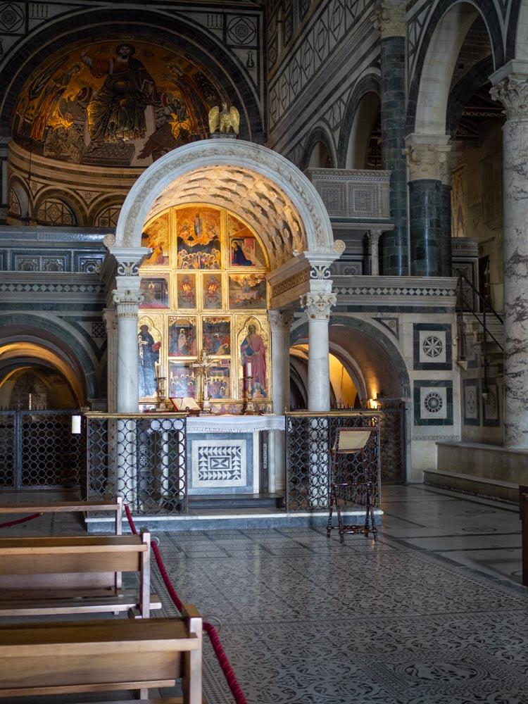 Michelozzo, Chapel of the Crucifix, 1448.